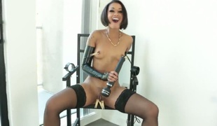 Kinky ebony woman Facing Diamond plays prevalent pegs together with vibrator